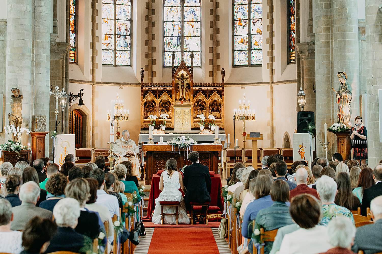 Herzele kerk huwelijksviering