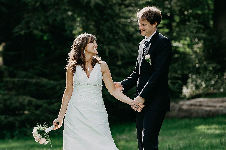 Herzele park huwelijksreportage bruidspaar in park