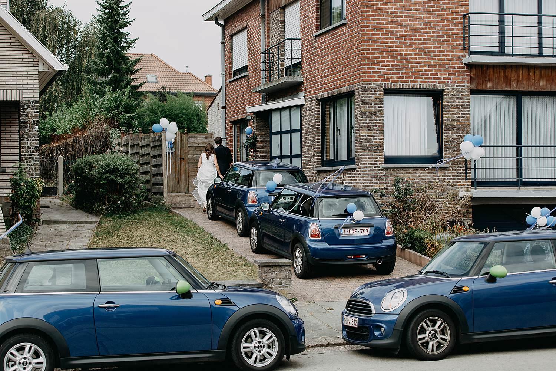 Herzele vier blauwe mini-cooper bruidswagen voor huis