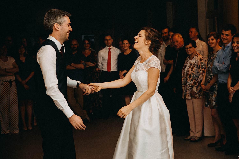 Hof ten Laere bruidspaar danst
