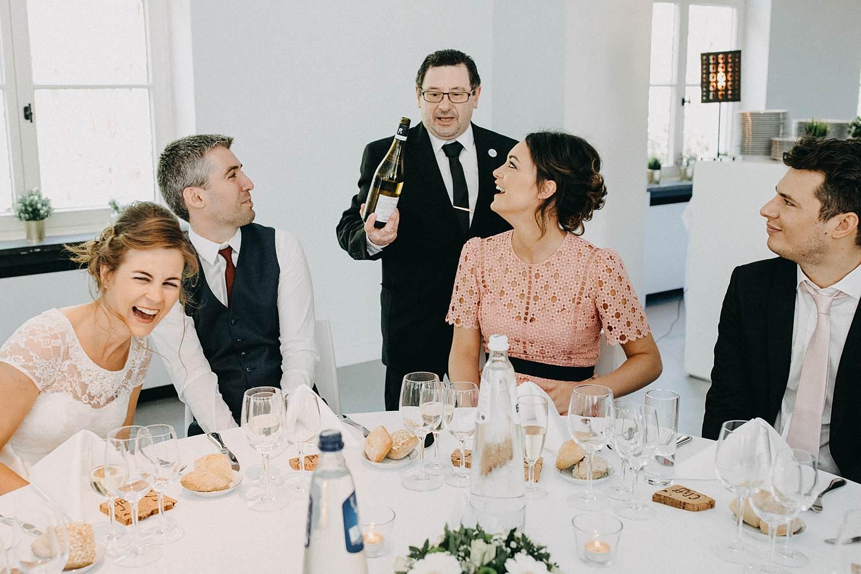 Hof Ten Laere huwelijk inschenken wijn eretafel bruidspaar