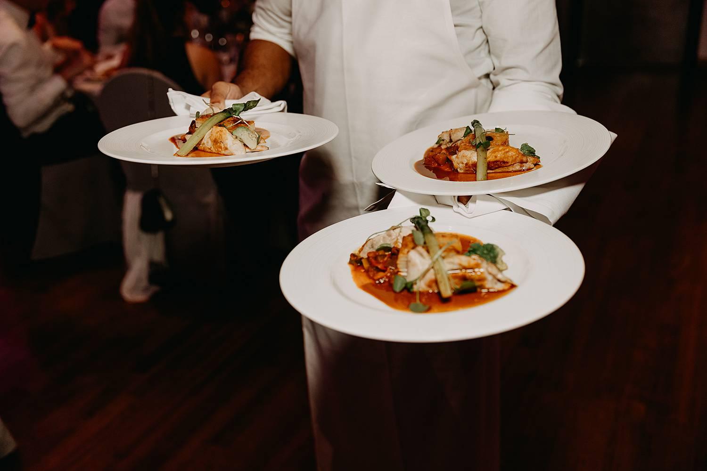 Hof Ter Delft serveren maaltijd