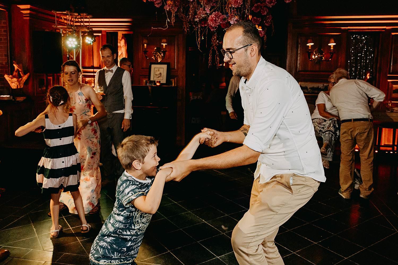 Huwelijk dansfeest trouw
