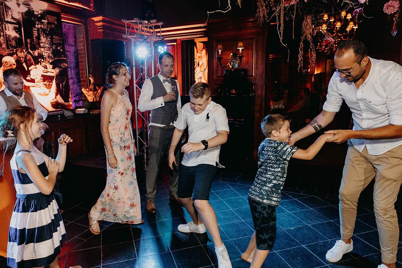 Huwelijk gasten dansen huwelijk