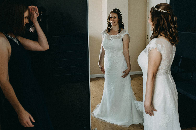 huwelijk voorbereiding bruid spiegel