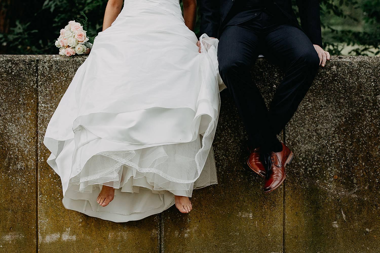 Huwelijksreportage blote voeten bruid