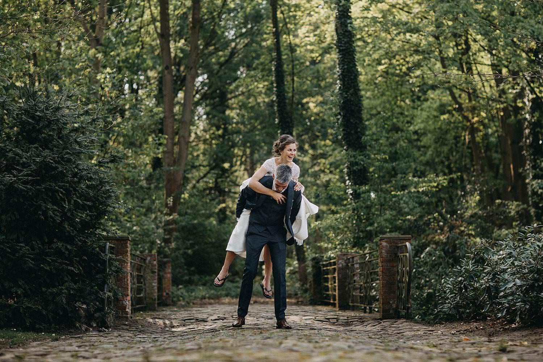 Huwelijksreportage tuin feestaal