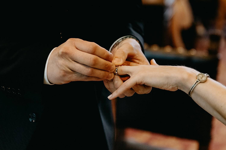 huwelijksringen uitwisselen stadhuis Hasselt