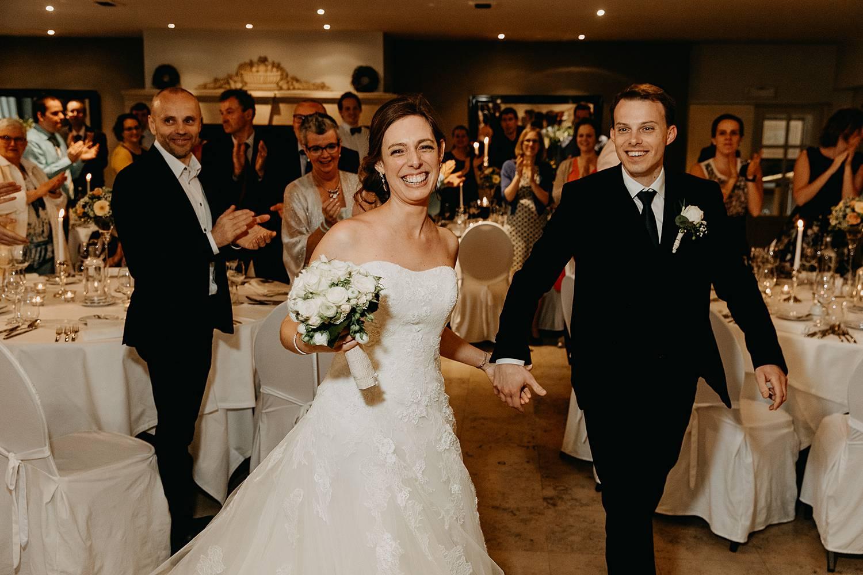Intrede bruidspaar huwelijk Hof te Rhode