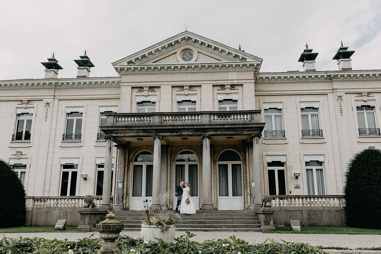 Kasteel Den Brandt huwelijk bruidspaar op trap