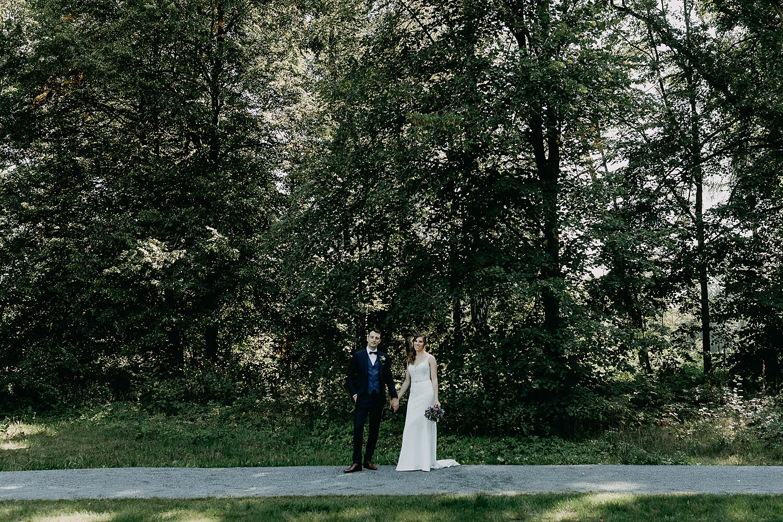 Kasteel Hallehof bruidpaar in park