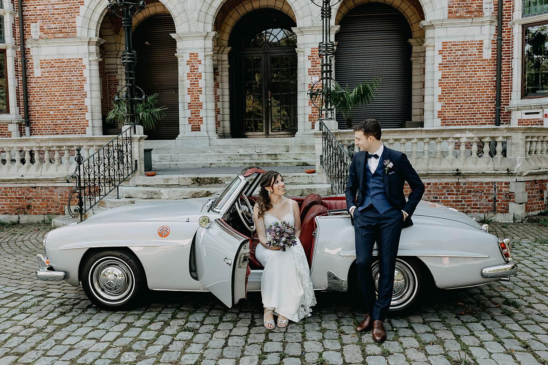 Kasteel Hallehof bruidswagen met bruidspaar