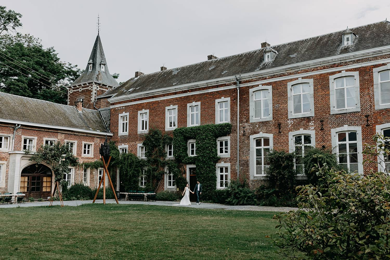 Kasteel Nieuwenhoven binnenplein bruidspaar