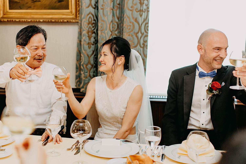 Kasteel Van Nieuwland bruidspaar avondfeest bruid avondfeest