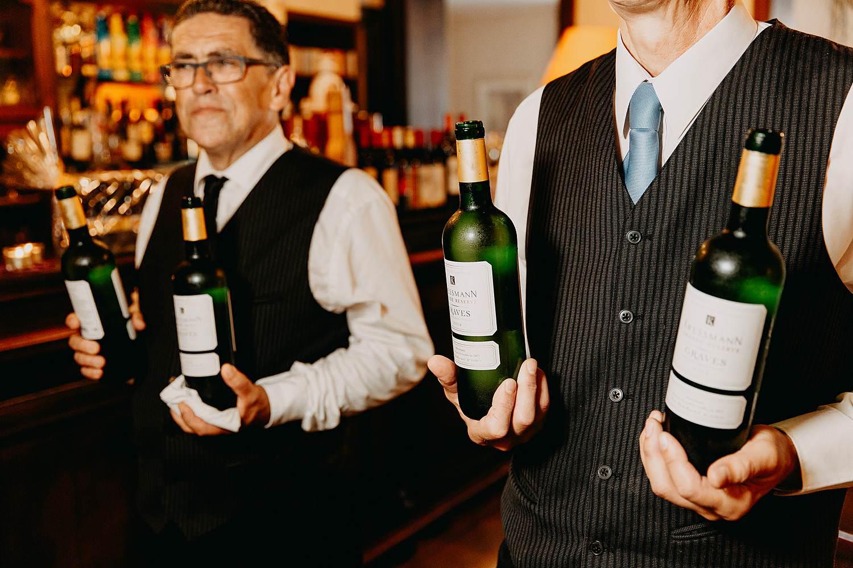 Kasteel Van Nieuwland serveren wijn