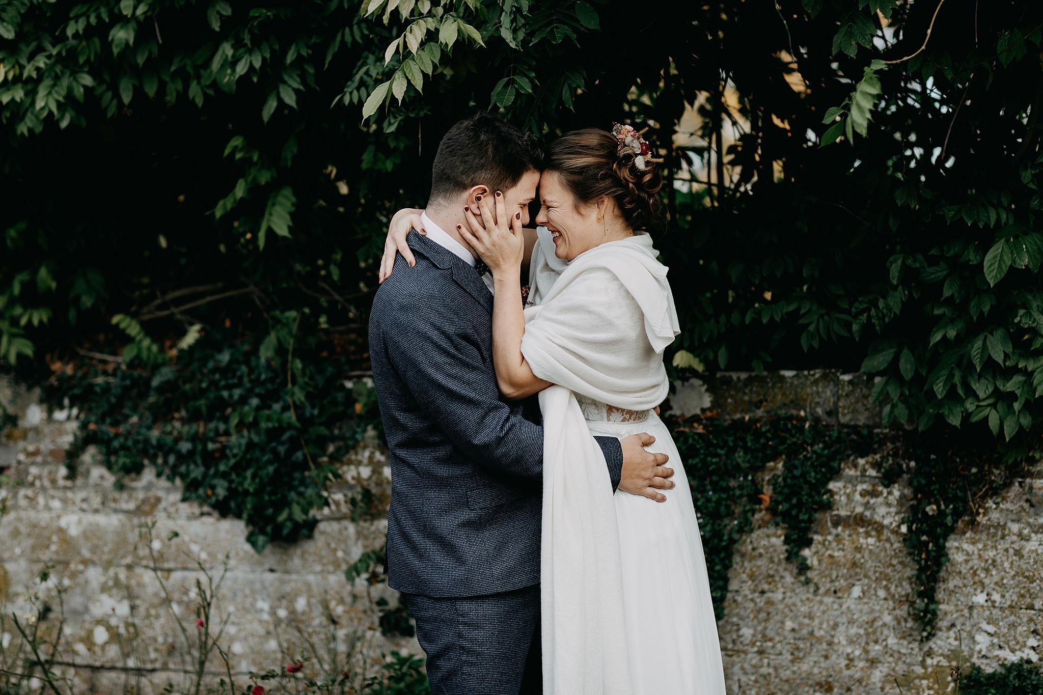 Kasteel van Oorbeek dreef knuffel bruidskoppel