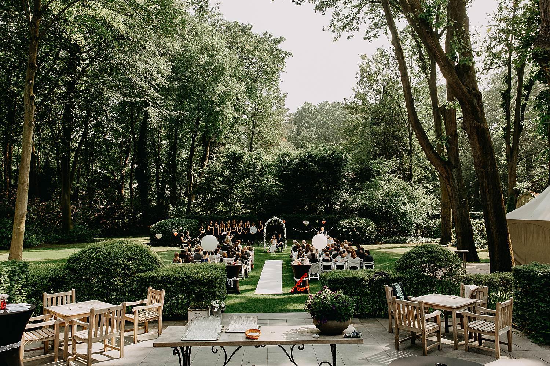 Keienhof grote buitenceremonie huwelijk in tuin