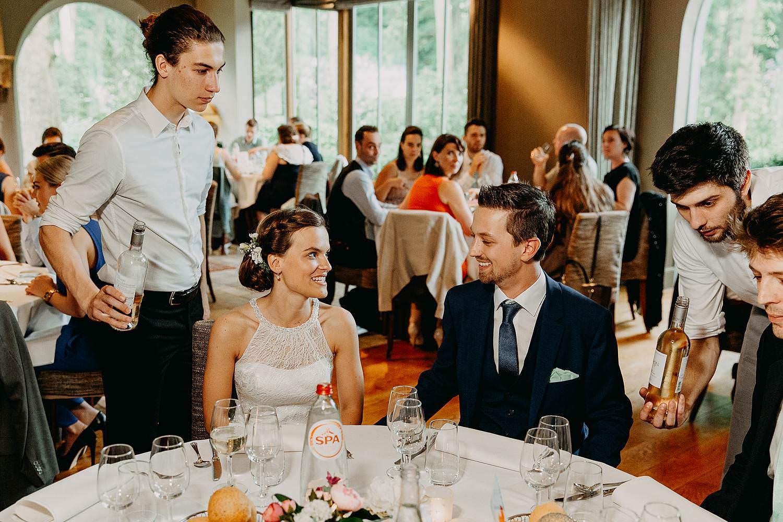 Keienhof huwelijk bruidspaar aan tafel