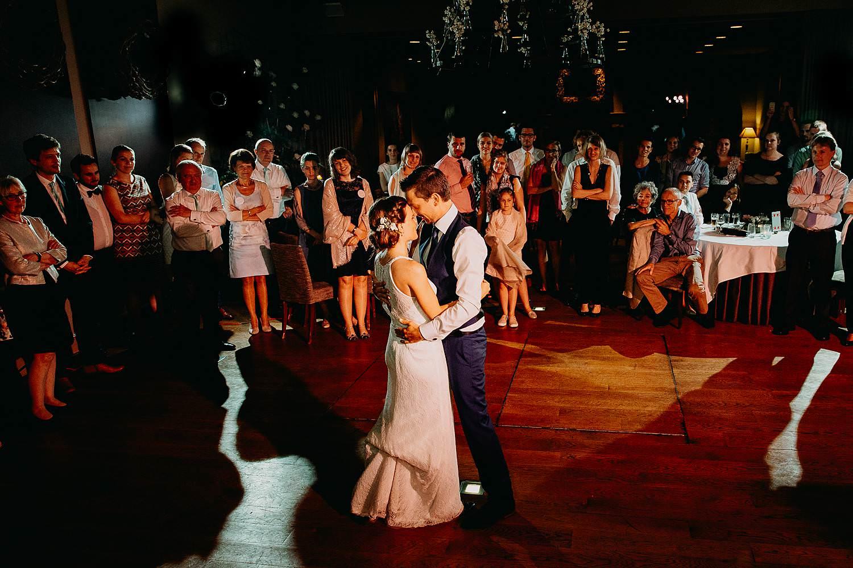 Keienhof huwelijk openingsdans bruidspaar danst