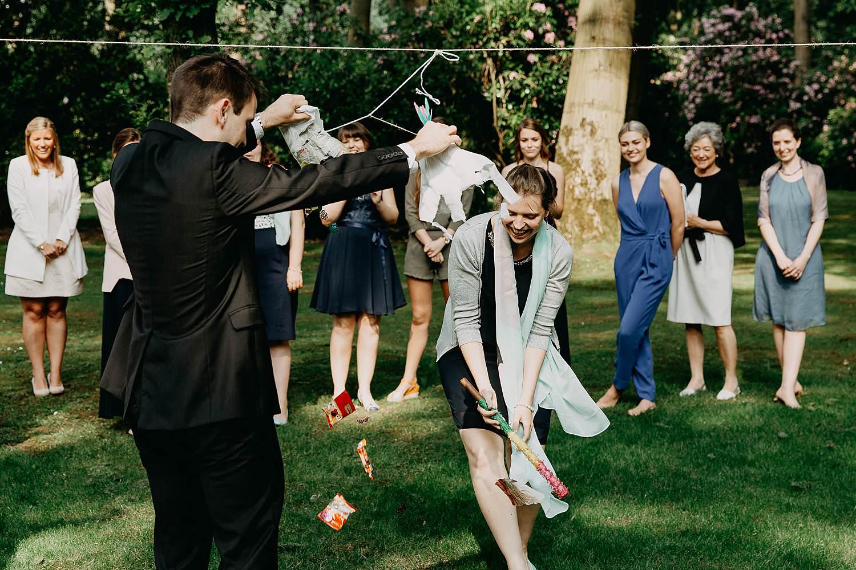 Keienhof pinata spel huwelijk in tuin