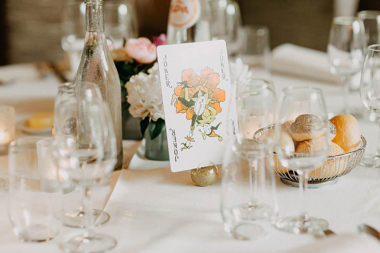 Keienhof tafeldecoratie huwelijk met speelkaart