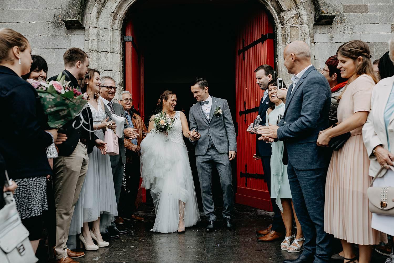 Kerk Liedekerke uittrede bruidspaar