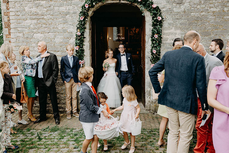 Kerk Millegem huwelijk bruidspaar uittrede bruidspaar