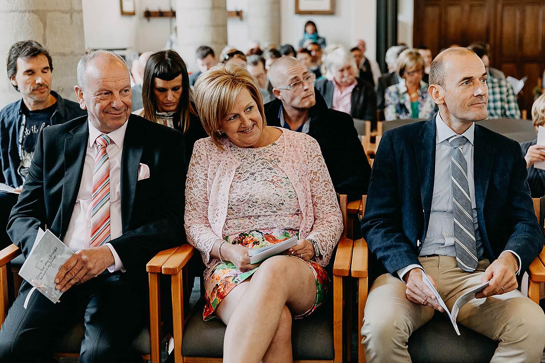 Kerk Millegem huwelijk familie kijkt