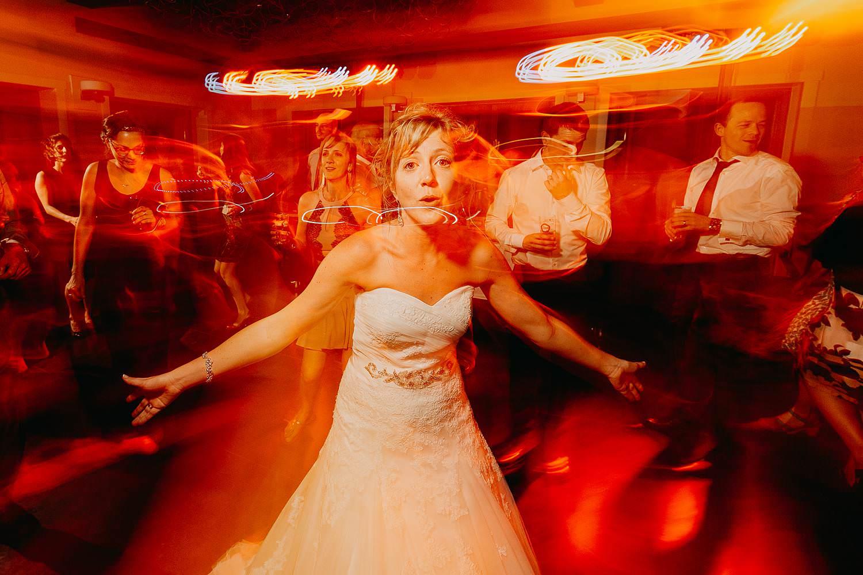 Kiezelhuys huwelijk bruid danst