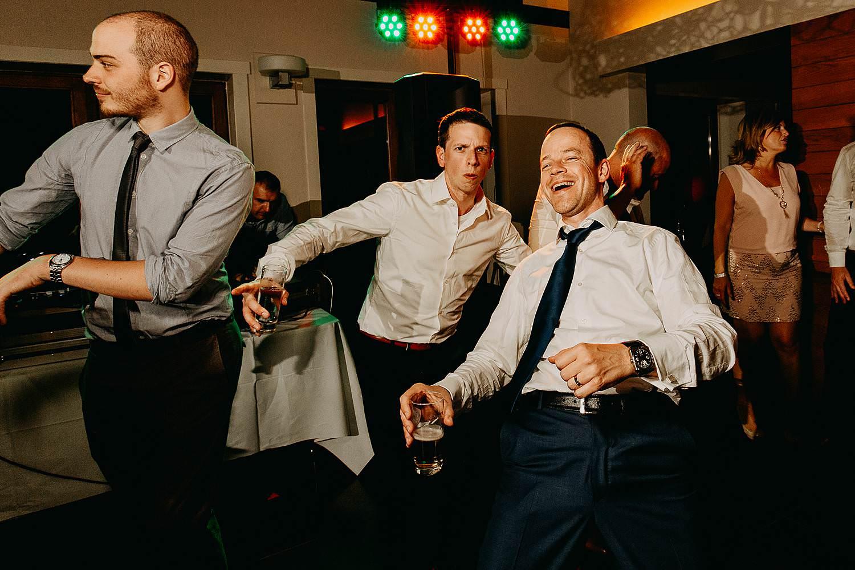 Kiezelhuys huwelijk gasten dansen