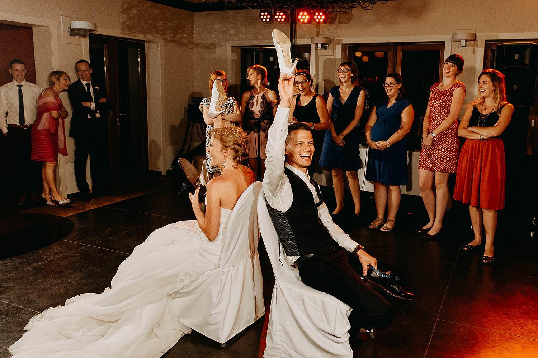 Kiezelhuys huwelijk spel met bruidspaar