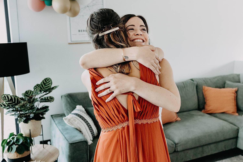 knuffel vriendin voorbereiding huwelijk