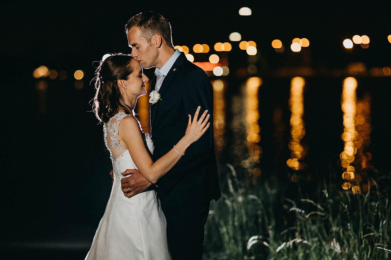 Kuringen bruidspaar nachtopname kanaal