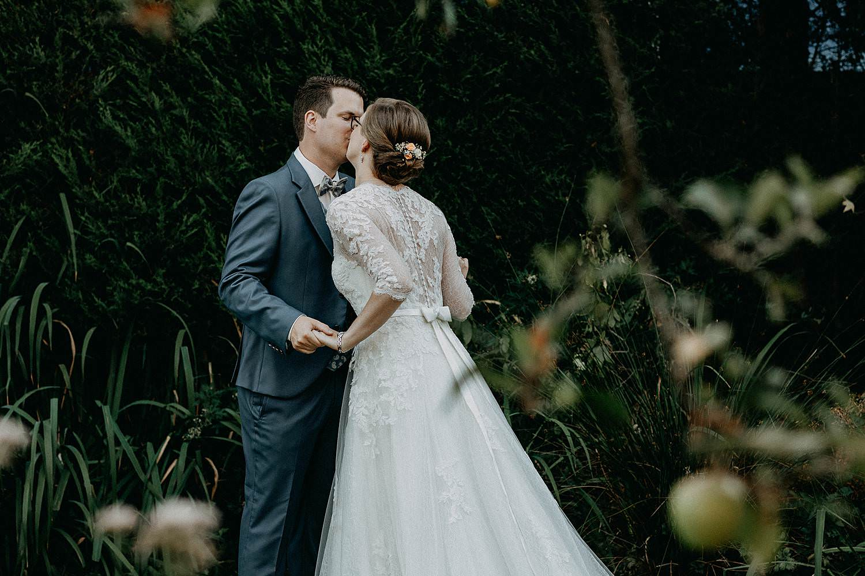Liedermeerspark huwelijksreportage bruidspaar kust