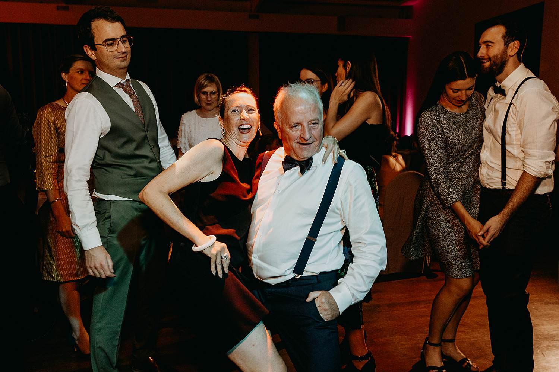 Opa danst op huwelijk
