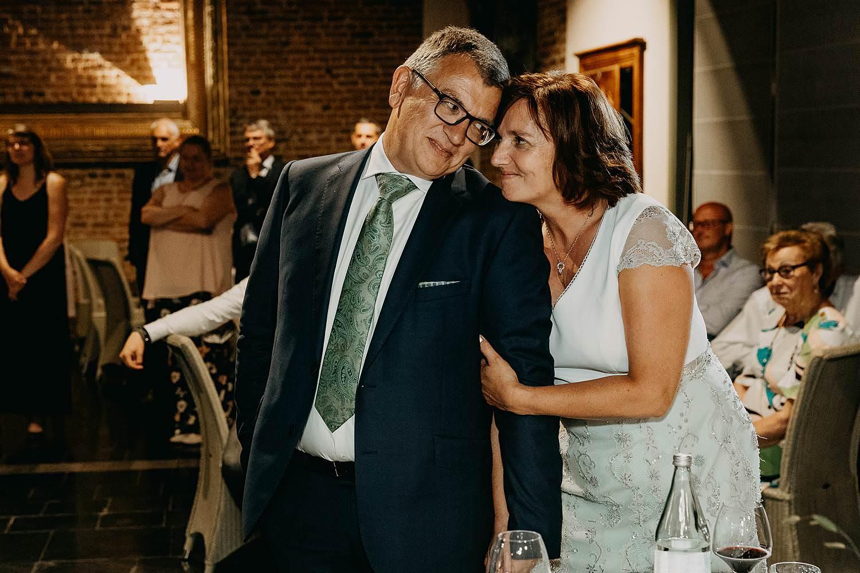 Ouders genieten speech bruidspaar