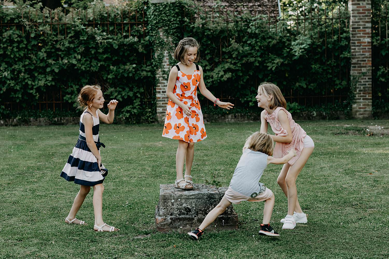 Poortgebouw oud-Rekem bruidskindjes spelen tuin