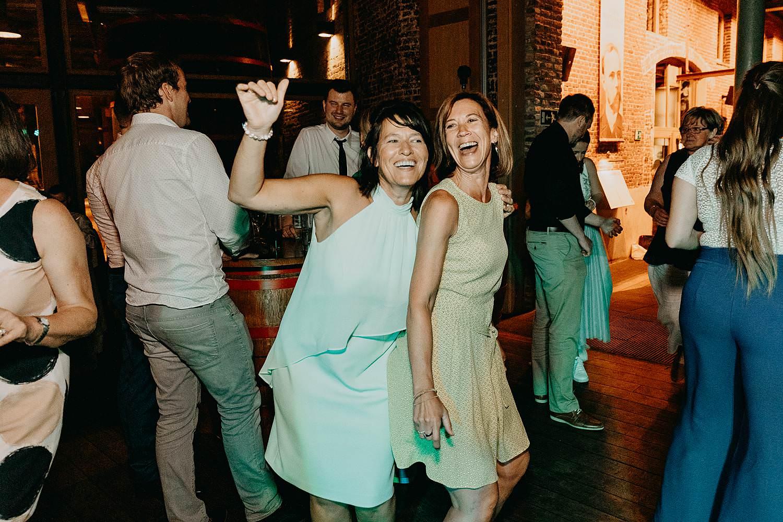 Roeselare feestzaal trouw vriendinnen dansvloer