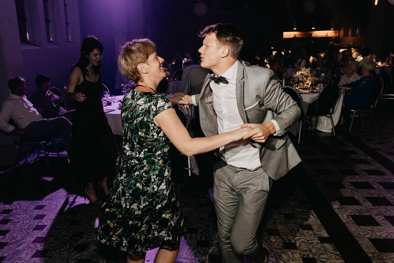 Rumbeke avondfeest huwelijk gasten dansen
