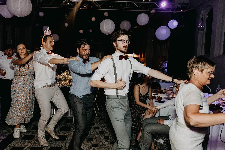 Het Sacrament dansfeest huwelijk gasten dansen