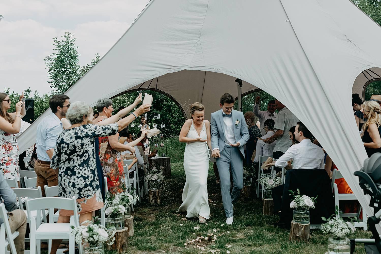 Rumbeke huwelijksceremonie uittrede bruidspaar
