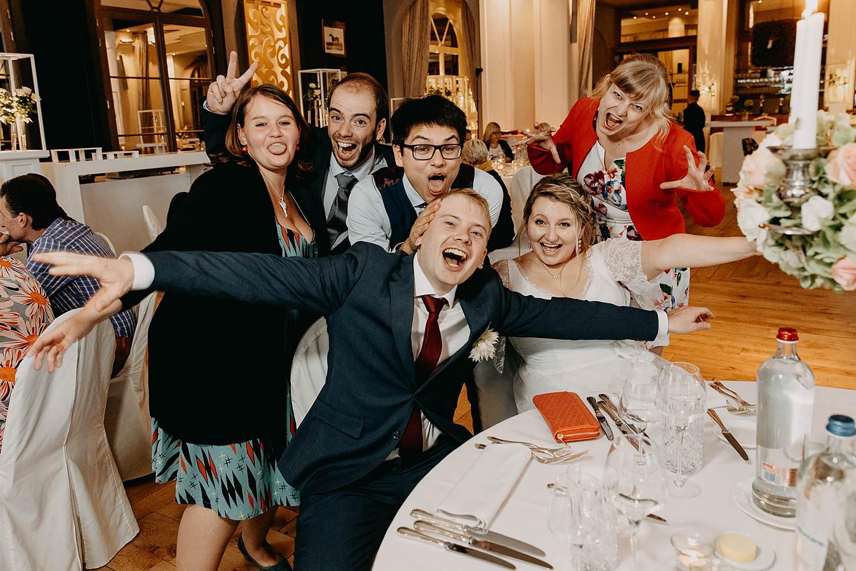 'S Graevenhof huwelijk groepsfoto eretafel