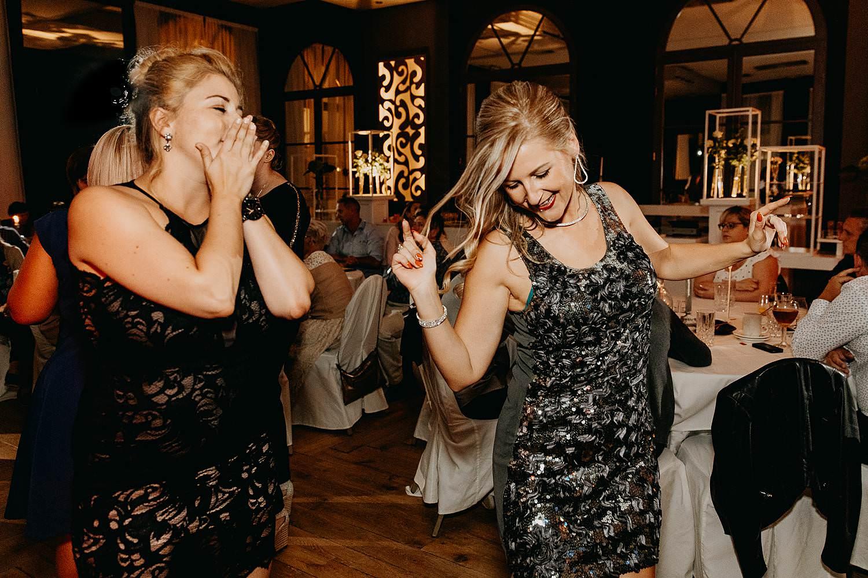 'S Graevenhof huwelijk vriendinnen dansen