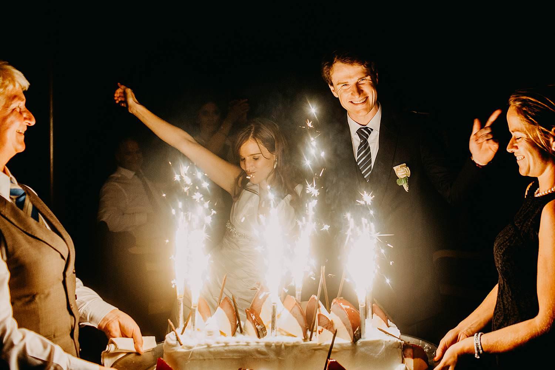 salons caipirinha huwelijk aansnijden bruidstaart
