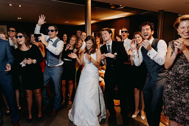 salons caipirinha huwelijk avondfeest bruidspaar met gasten