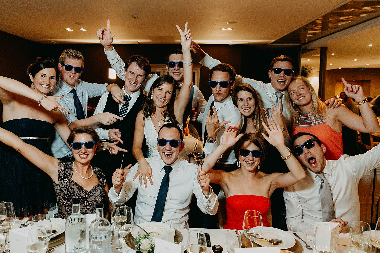 salons caipirinha huwelijk groepsfoto eretafel