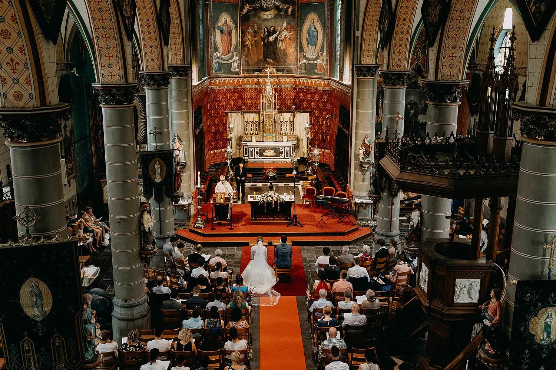 Sint-Dionysiuskerk huwelijk bruidspaar in kerk