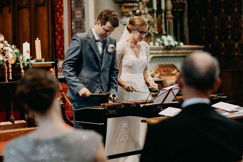 Sint-Dionysiuskerk huwelijk bruidspaar speelt muziek