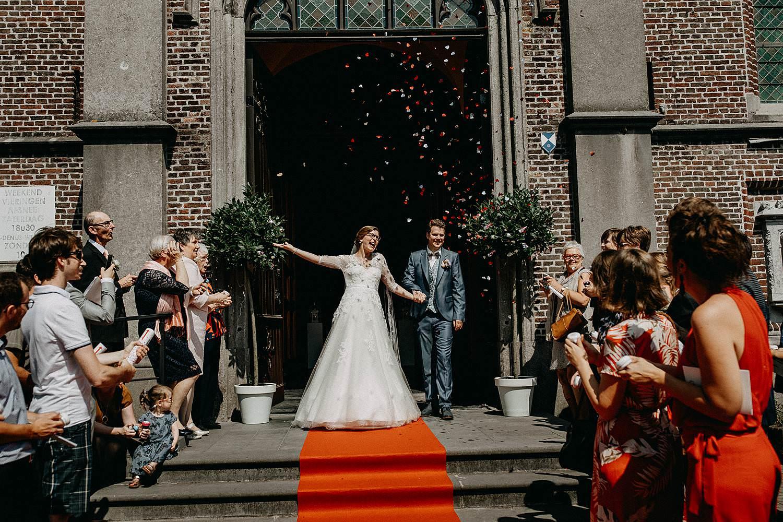 Sint-Dionysiuskerk huwelijk uittrede kerk confetti