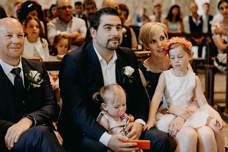 Sint-Genovevakerk huwelijk familie kijkt